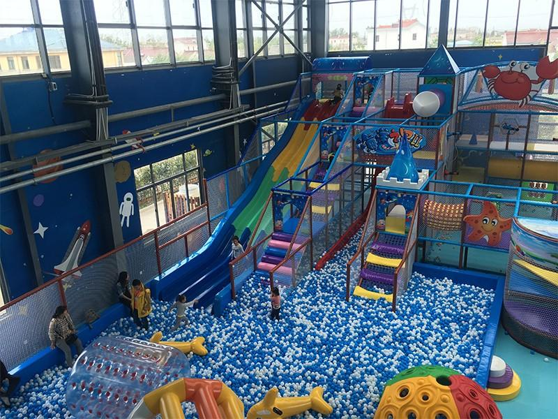 SKP amusement space theme playground factory price for plaza