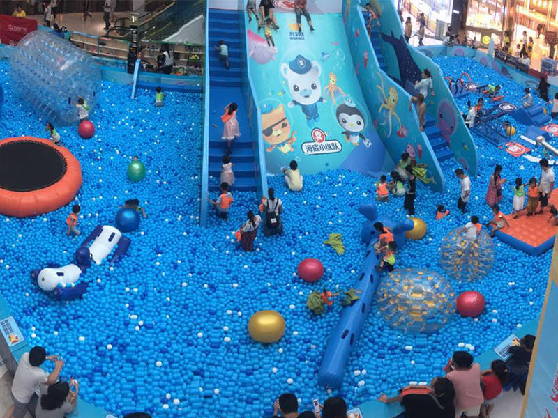Wanda plaza ocean ball pool -- let children enjoy swimming in the ocean