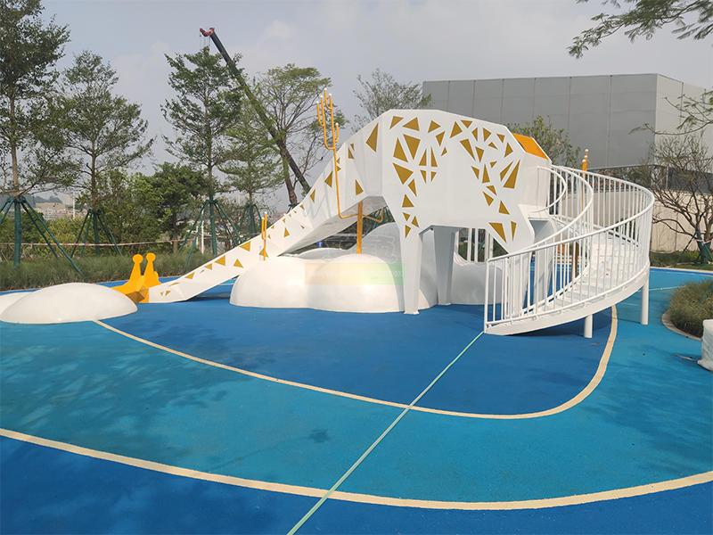 Giraffe shaped outdoor slide for children